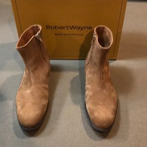 NEW  SUEDE ROBERT WAYNE Booties